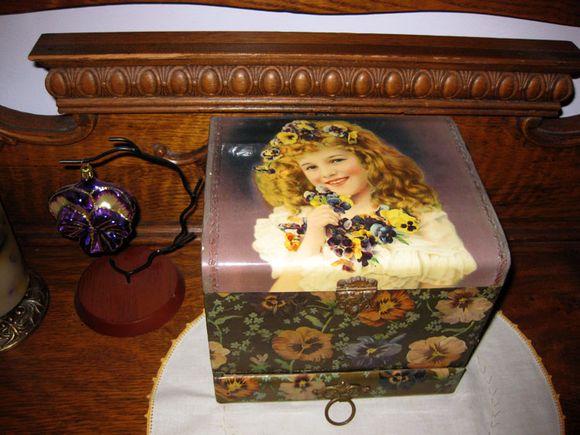 Cottage jewelry box