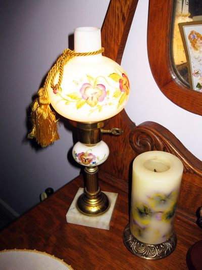 Cottage lamp dresser