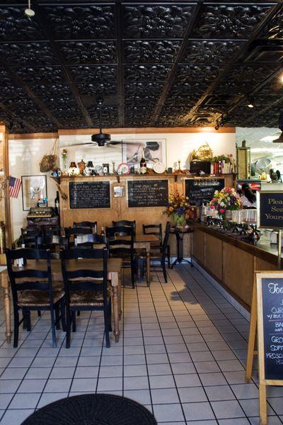 Claudie inside caff'e Rel