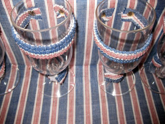 Picnic basket wine glasses