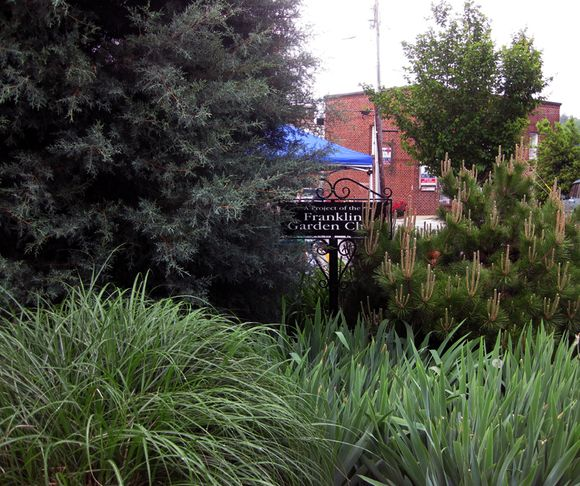 G garden club sign