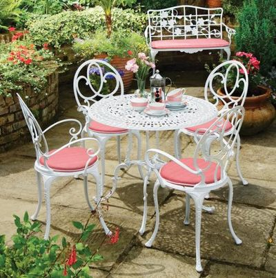 Cast-aluminium-garden-furniture