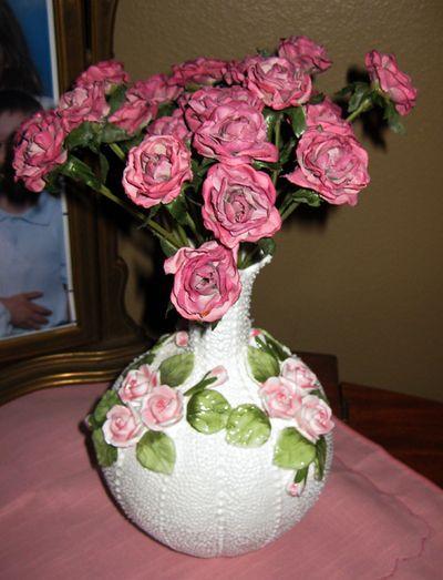 Pink vase roses