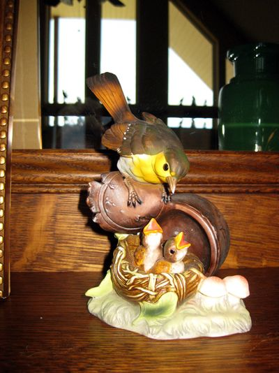 Mantel bird