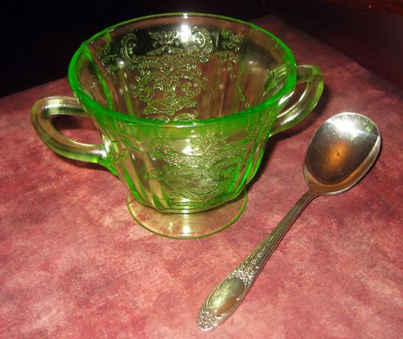 Box sugar bowl spoon