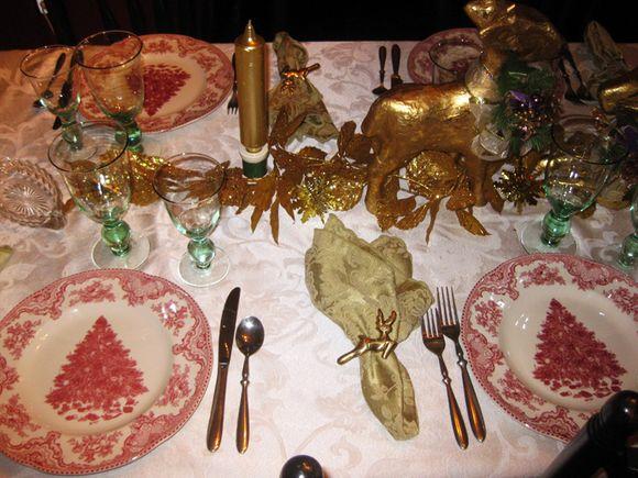 Pink Christmas tree plates 2
