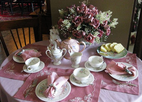 Roses tea table seting