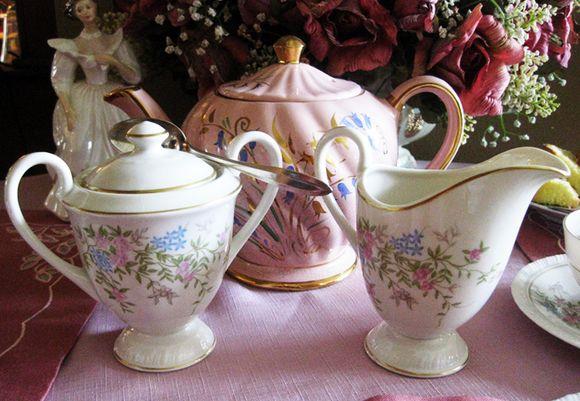 Roses teapot crm sug