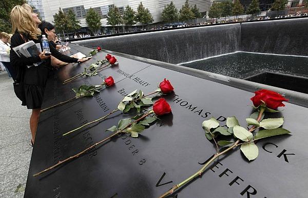 0911-911-memorial-with-roses1.jpg_full_6001