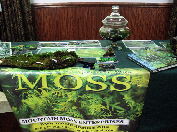 Moss table w sign