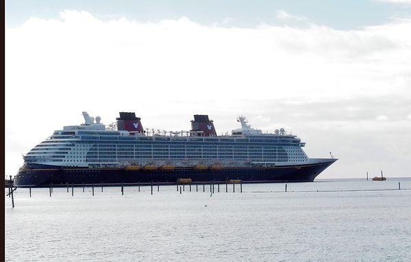 Cruise 2 ship