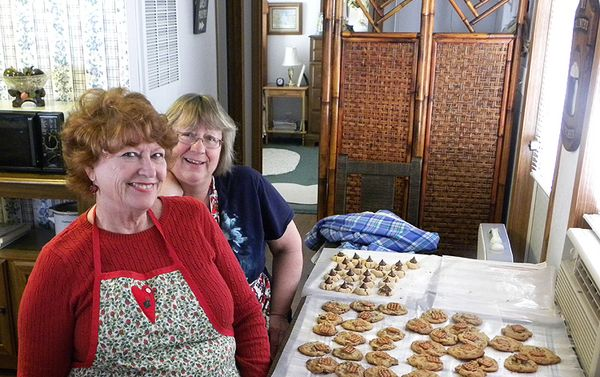 Cookie day Caralie and Linda