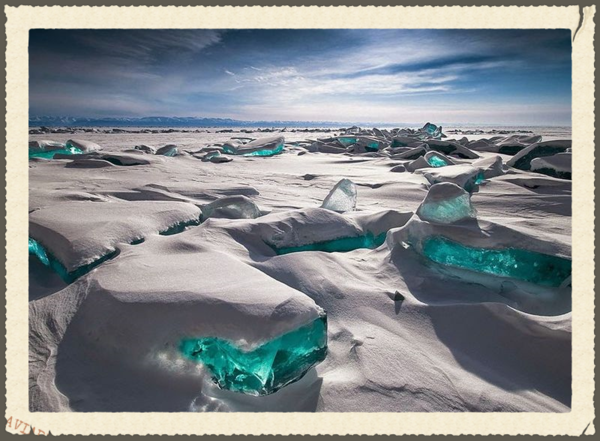 Frozen-ice-Baikal-Ice-Emerald