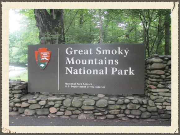 Cherokee,_NC_entrance_sign_to_Great_Smoky_Mtn._Nat._Park_IMG_4905