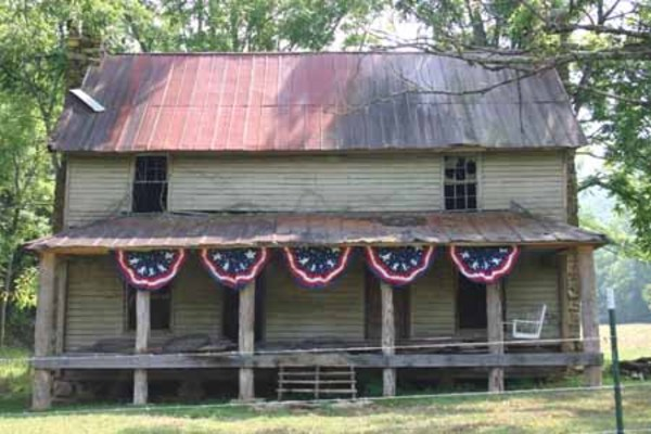 Old_house_with_flag_decoration