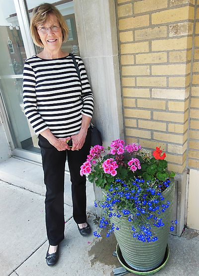 PS Dana with flowers