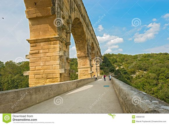 Pont-du-gard-roman-aqueduct-near-avignon-france-above-gardon-river-provence-unesco-world-heritage-site-40609193