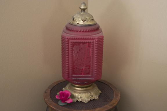 Rose_glass_lamp_2