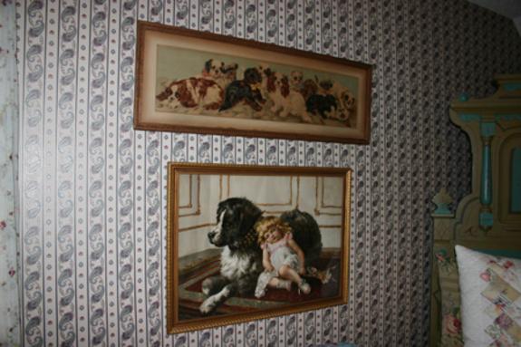 Dog_print_and_yard_of_pupies_prince