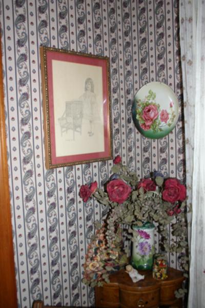 Princess_room_corner_table_2