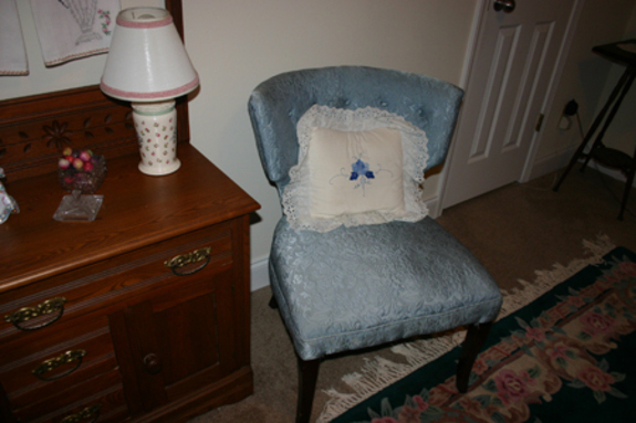 Blue_chair_guest_room