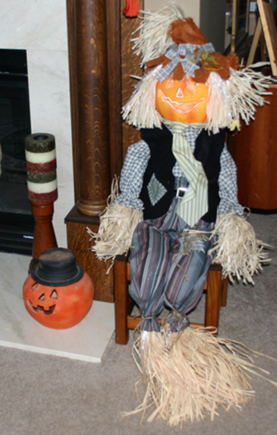 Scarecrow_with_pumpkin_3