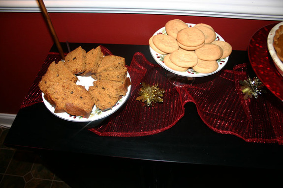 Christmas_pumpkin_bread_and_cooki_2
